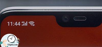 В «чёлке» находятся: разговорный динамик, пара датчиков и фронтальная камера