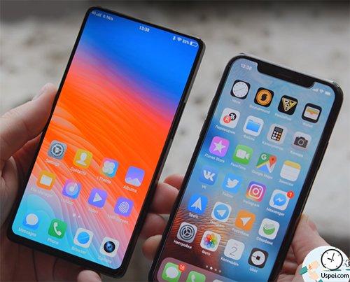 В сравнении с iPhone X он выглядит так