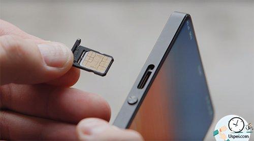 лоток для двух SIM-карт, причем он нестандартный, а такой двухсторонний, но для флешки места не нашлось.
