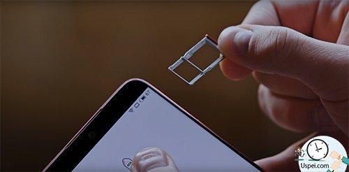 Везде по две, а в Lite-версии вообще гибрид, можно вместо второй SIM'ки вставить MicroSD.