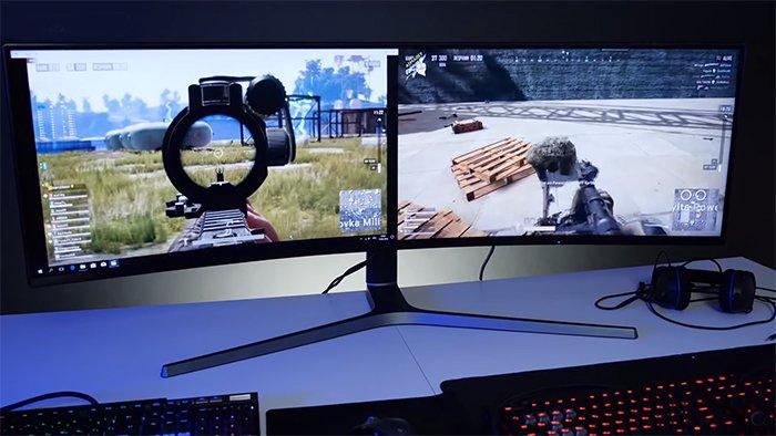 Разделив экран пополам, его можно подключить к двум разным устройствам и играть одновременно
