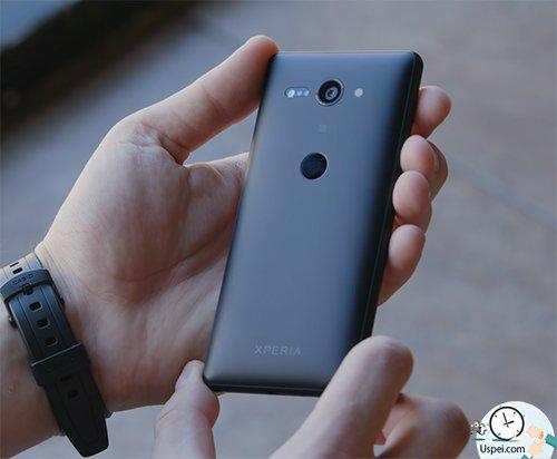 Sony Xperia XZ2 Compact - вид сзади