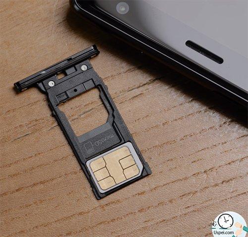 Слева пусто, сверху лоток для 2-х SIM и MicroSD и все это вместе работает