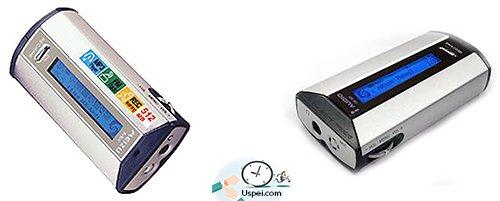 Слева у нас первый плеер Meizu МХ, а справа – Cowon iAudio CW300.