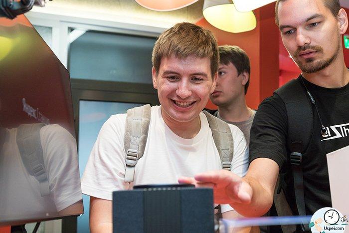 Устройства, заказанные и оплаченные наberu.ru, отправят покупателям в течение 90 дней и бесплатно доставят в любой регион России.