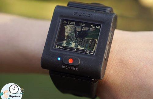Есть комплектация с дополнительным пультом с цветным экраном и креплением на запястье
