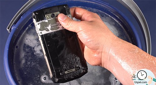 Алюминиевый корпус в присутствии хлорид ионов в растворе начал потихоньку реагировать с водой и растворятся