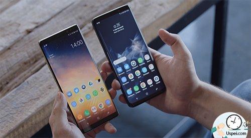 Оба телефона стеклянные: спереди и сзади
