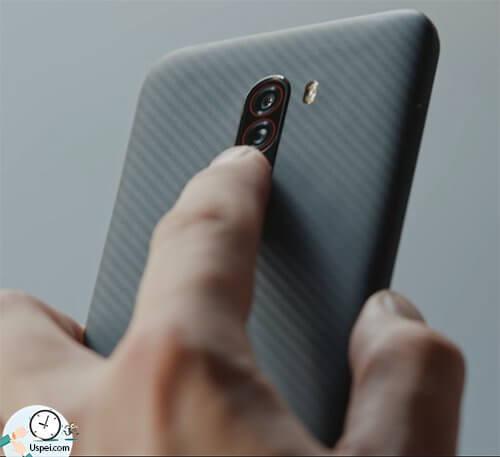 Xiaomi Pocophone F1 - сканер отпечатков пальцев