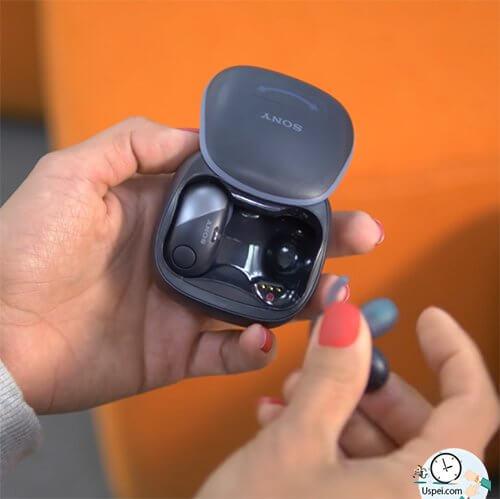 🎧 Sony WF-SP700N - Время автономной работы можно продлить до 8 часов, если периодически подзаряжать наушники в кейсе.