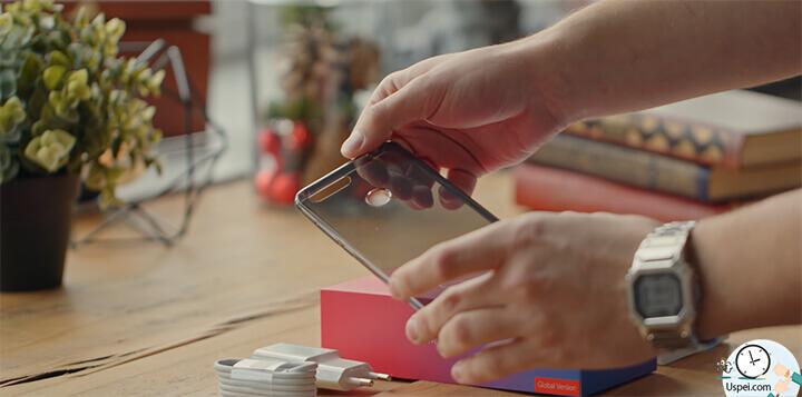 Xiaomi Mi 8 Lite силиконовый чехол. Помимо этого в коробке есть скрепка, инструкция, переходник с type-c на 3,5 мм джек, зарядник и кабель.
