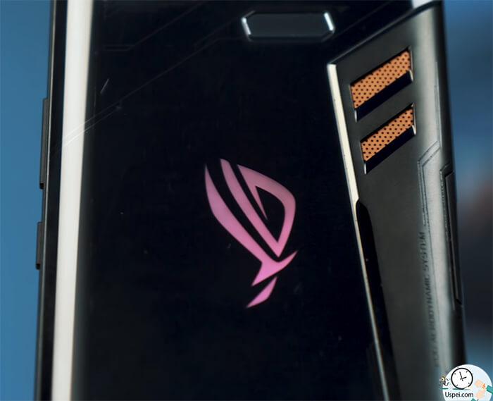 ASUS ROG Phone: не выскальзывает из рук, есть за что ухватить