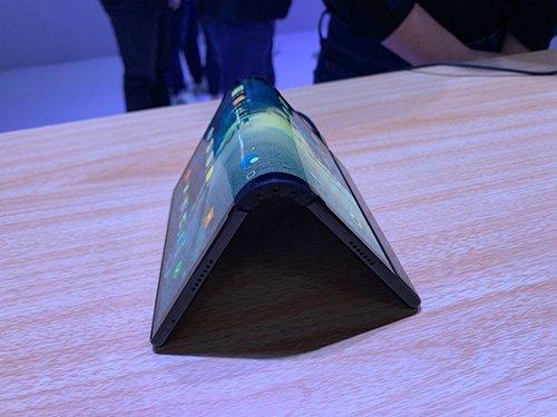 Royole выпустила складной смартфон с гибким экраном