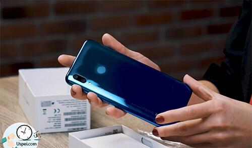 Huawei P Smart 2019: у них даже бюджетники выглядят потрясающе и не стыдно.
