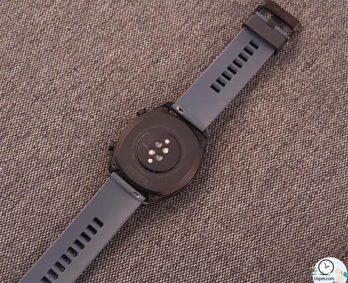 Huawei Watch GT: задняя часть из пластика