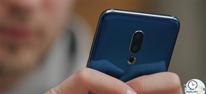Meizu 16th Камера выпирает, поэтому на спинку телефон лучше не класть