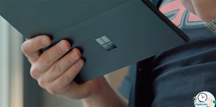 Обзор Surface Pro 6: Покрытие корпуса матовое, естественно очень приятное на ощупь, но отпечатки пальцев крайне хорошо видно.