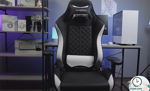 И, конечно, удобное игровое кресло с белыми вставками - DXRacer Racing