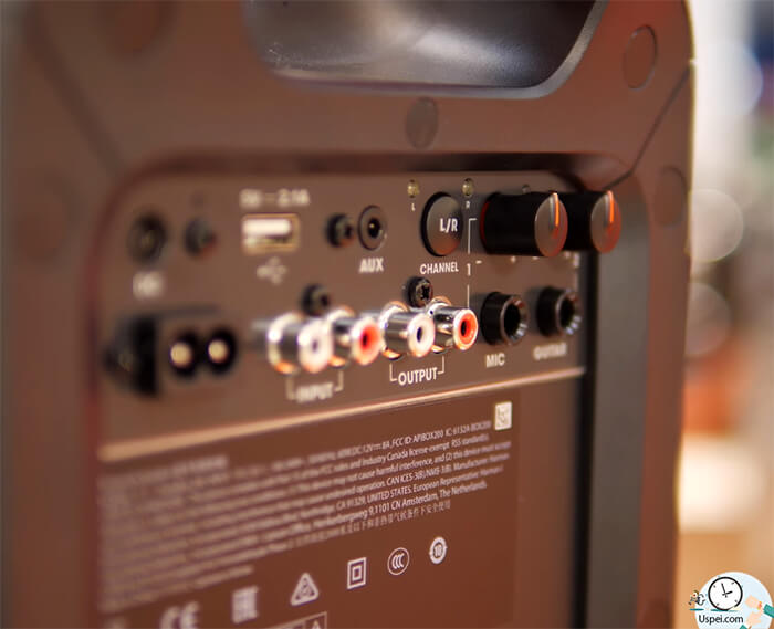 JBL PartyBox 200: слоты и разъемы для подключения