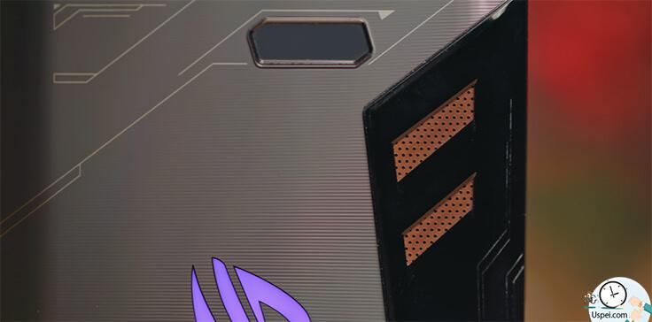 Asus ROG Phone - два динамика, которые выделены бронзовым цветом