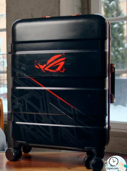 Asus ROG Phone - вот такой огромный чемодан - 7 коробок
