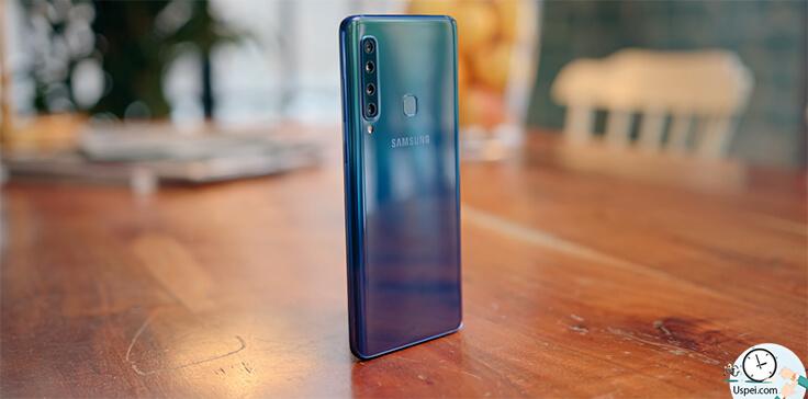 Samsung Galaxy A9 - Сзади помимо 4 камеры и вспышки также находится сканер отпечатков пальцев