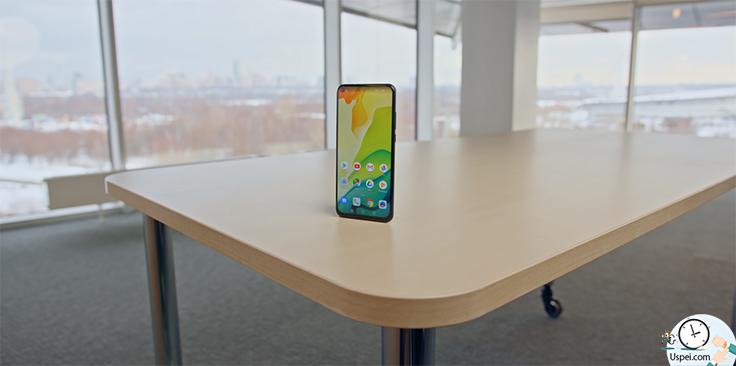 Honor View 20 - обзор первого смартфона с вырезом в экране