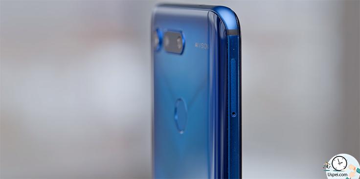 Honor View 20 - По эргономике все неплохо, смартфон чуть-чуть меньше, легче и тоньше чем iPhone XS Max, в руки отлично лежит, дискомфорта нет
