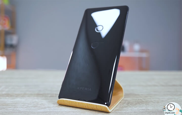 Sony XPERIA XZ3– Телефон в меру скользкий