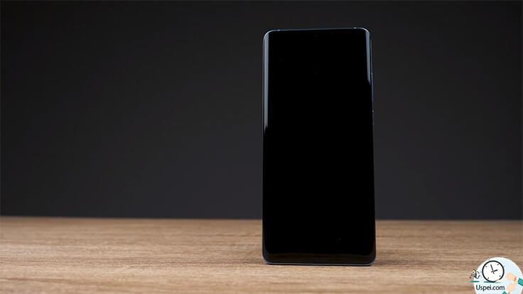 Обзор Huawei P30 Pro – спереди он абсолютно черный