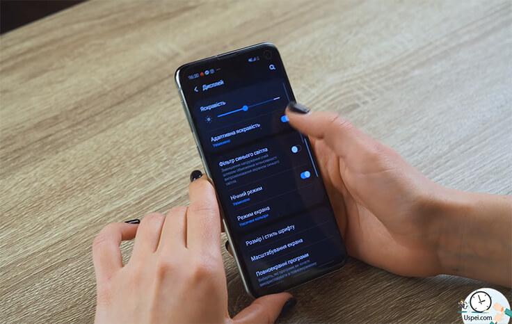 Сравнение Samsung S10e и iPhone XR - темная тема