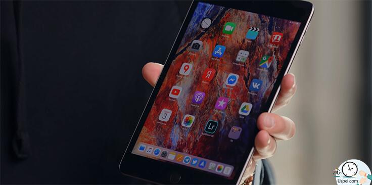 Обзор iPad Mini 5 - снизу есть длинный док, куда помещается больше иконок, чем на iPhone.