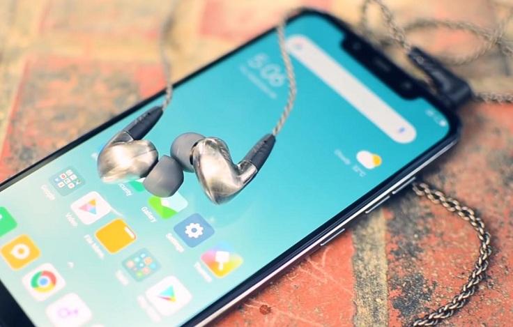 ) Смартфон Xiaomi Pocophone