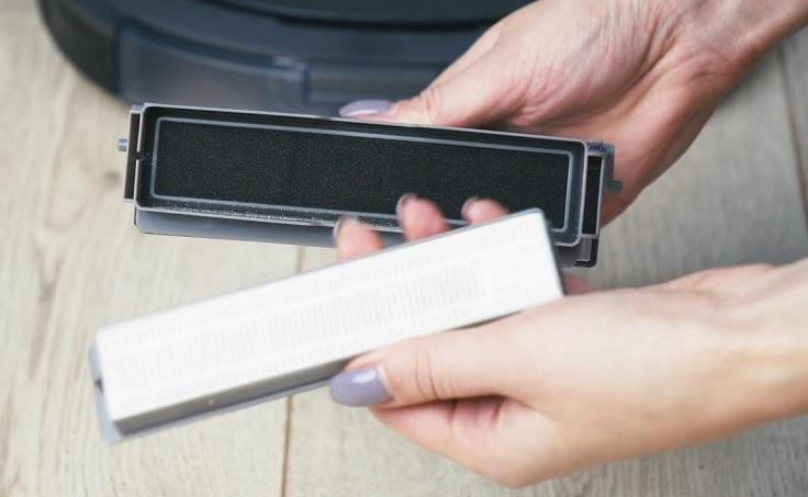Фильтров три: металлический сетчатый, губчатый и воздушный