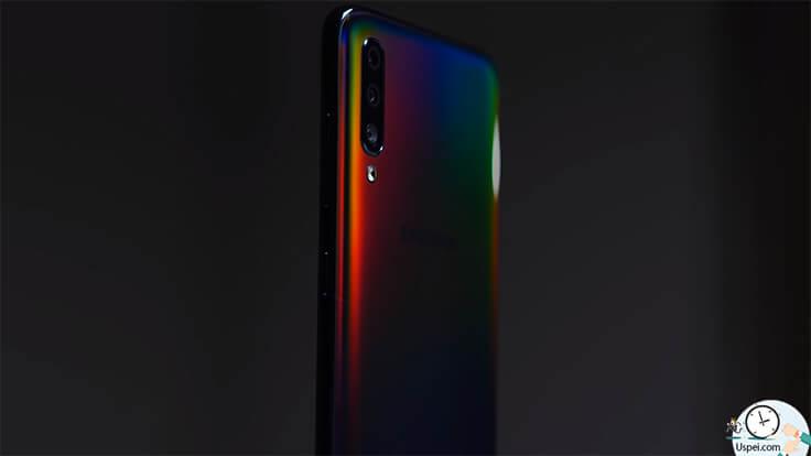 Samsung Galaxy A70 - дизайн