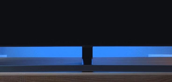 Даже не включая телевизор можно оценить новый антибликовый фильтр Ultra Black