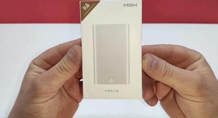 Стандартная, красивая белая коробка, с множеством китайских иероглифов