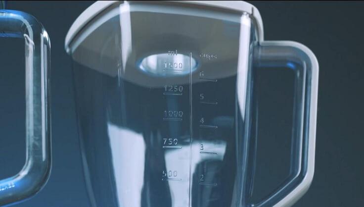 В сравнении со стеклом он не такой хрупкий, легкий, дешевле по стоимости