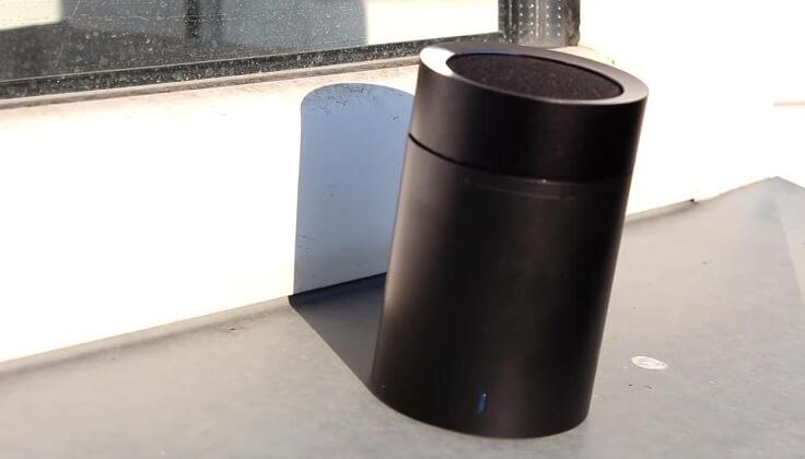 Это блютуз колонка и название её Xiaomi Mi Pocket Speaker 2