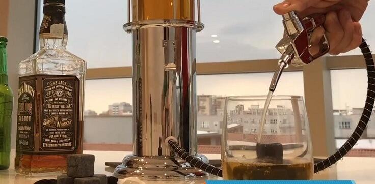 Диспенсер бензоколонка