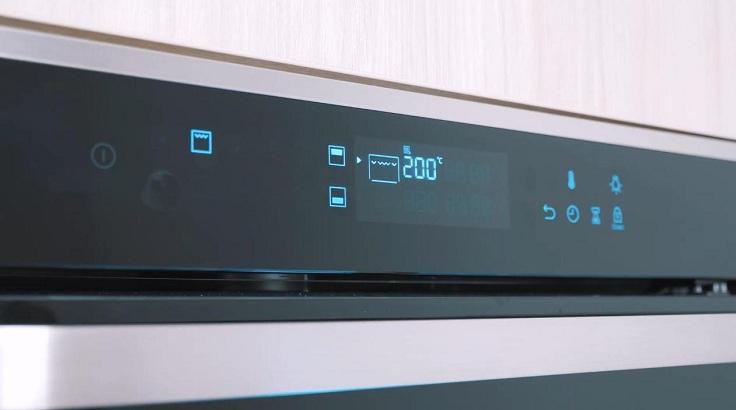 Это электрический духовой шкаф с огромным количеством встроенных программ и функций