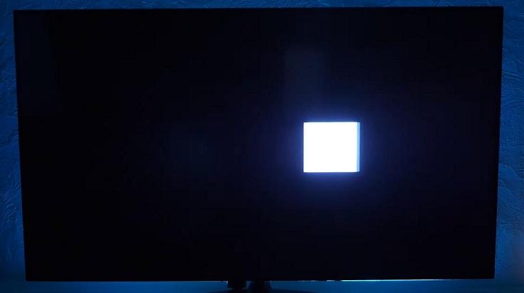 В темных сценах картинка может слегка «пятнить» и выглядеть неоднородно