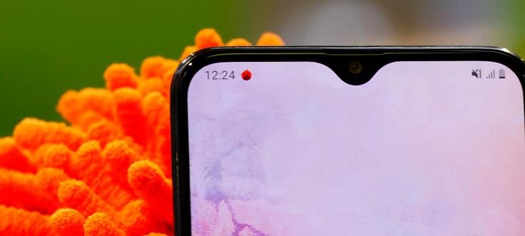 Что интересно - вариаций так называемой капли в А-шках Samsung несколько