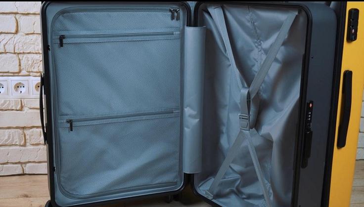 Для второго отделения шторки не нашлось, ее заменили стандартными резинками