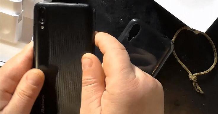Хоть и бюджетный смартфон, но пришёл в чехле бампере