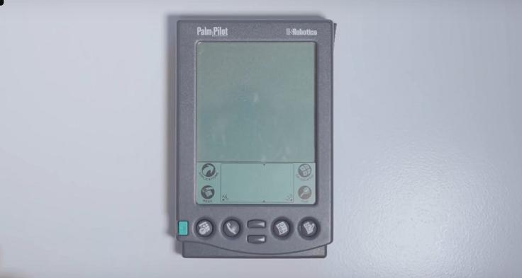 Кнопочные телефоны, с которых люди действительно звонили, писали смски