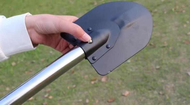 Также он имеет нож, разные открывашки и прочие мелочи