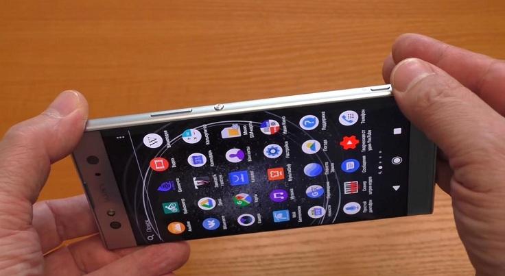 В этом смартфоне всё неудобно, так как размещены они с одной стороны