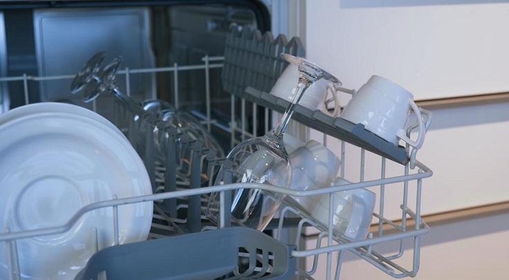 Максимальная загрузка составляет 12 наборов посуды