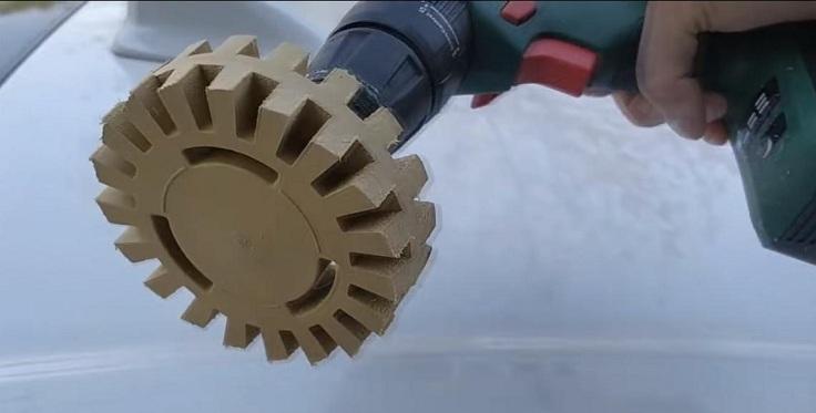 4-дюймовый резиновый круг бережно снимает остатки липкого слоя